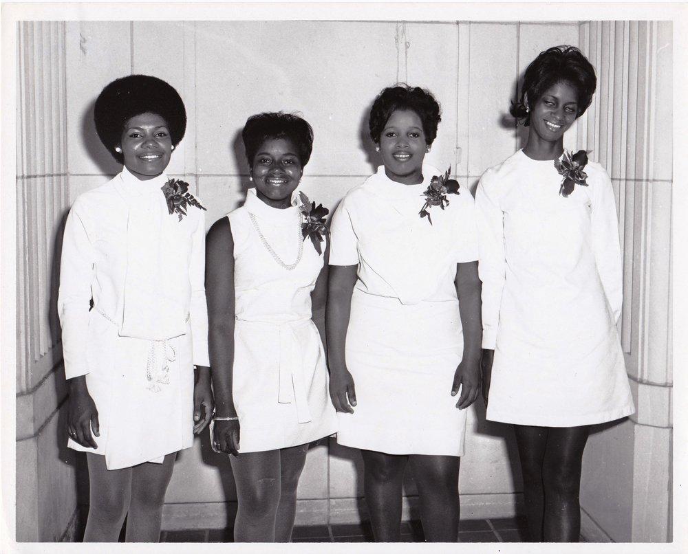 '70 Eunice Cole, Peggy Lindsey, Student, Barbara Jones