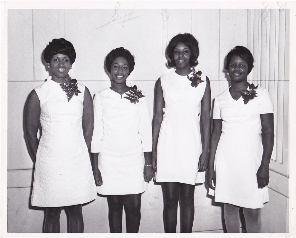 '70 Mildred Simpson, Beverly Keiffer, Joycelyn Cooper, Student