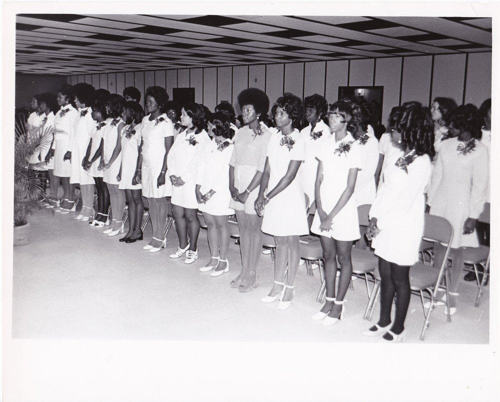 '72 Graduation Class Standing