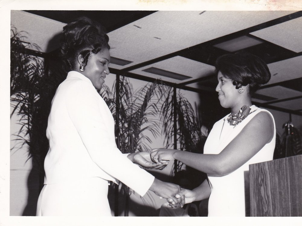'72 Sharon Ernest '72 and Jackie Jagers '71