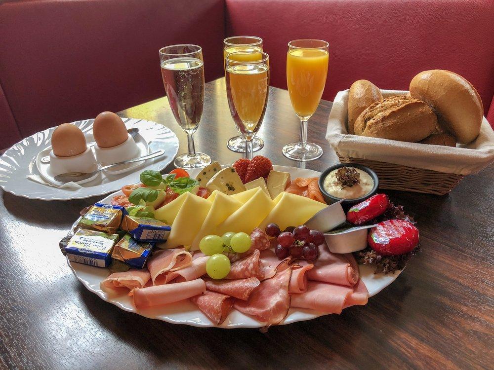 Kesselhaus Bad Tölz Frühstück für zwei Personen.JPG