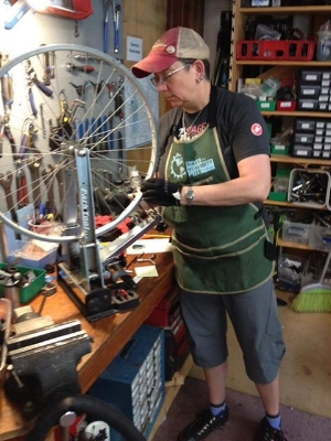 Beth joined our team in May as our go-to bike mechanic to finish up, adjust, and safety check projects begun by volunteers in open hours or during workshops, and to tackle more involved shop projects. For example: these loose headset cups! This post comes from  Beth's blog --check it out for more bike hacks and true bike adventures :-)