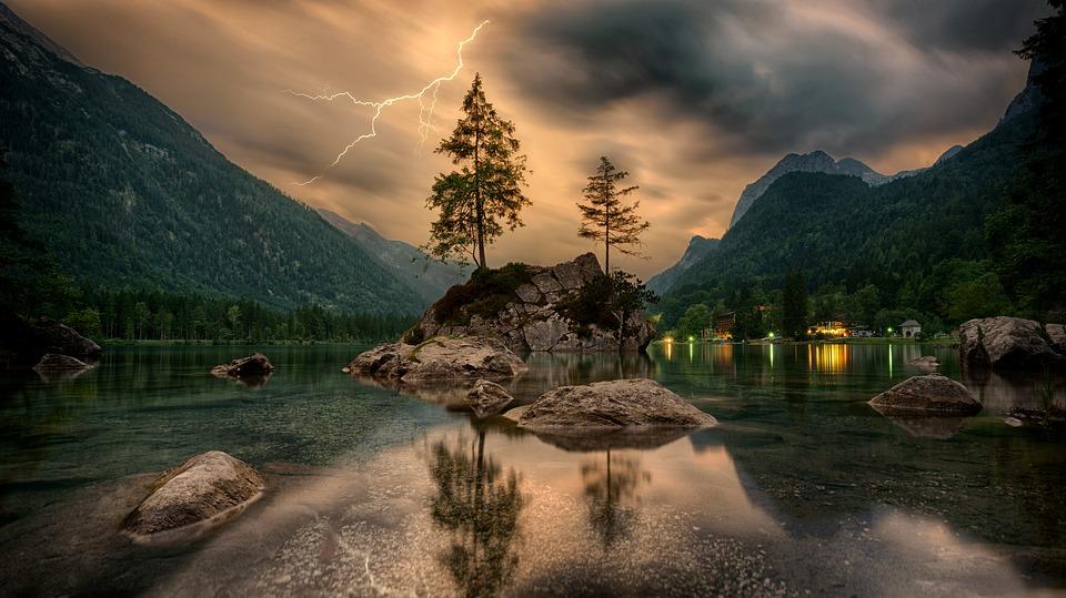 Tree Lightning.jpg