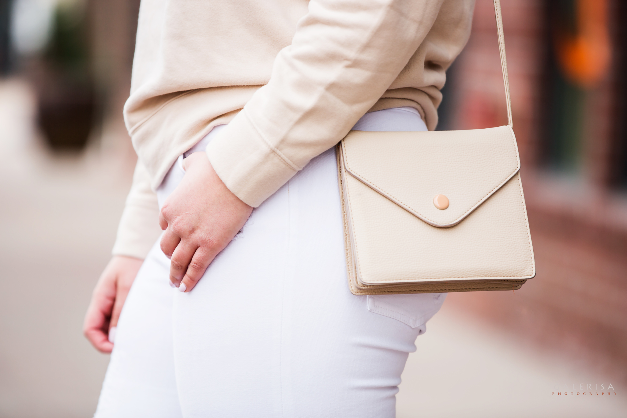 Raeann-Langas-Denver-Fashion-Blogger--white-pants-beige-sweater-GaleRisa-Photography-2016-37