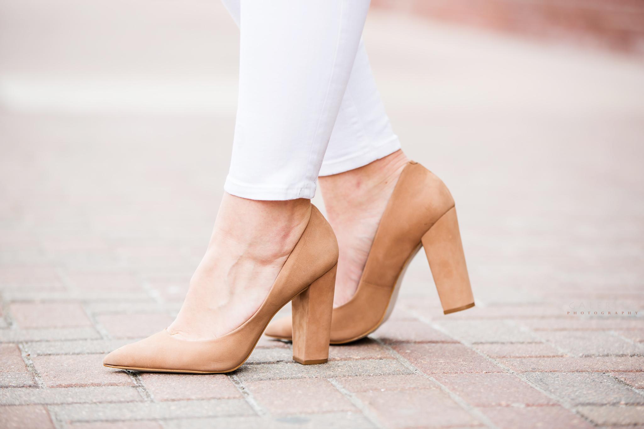 Raeann-Langas-Denver-Fashion-Blogger--white-pants-beige-sweater-GaleRisa-Photography-2016-42