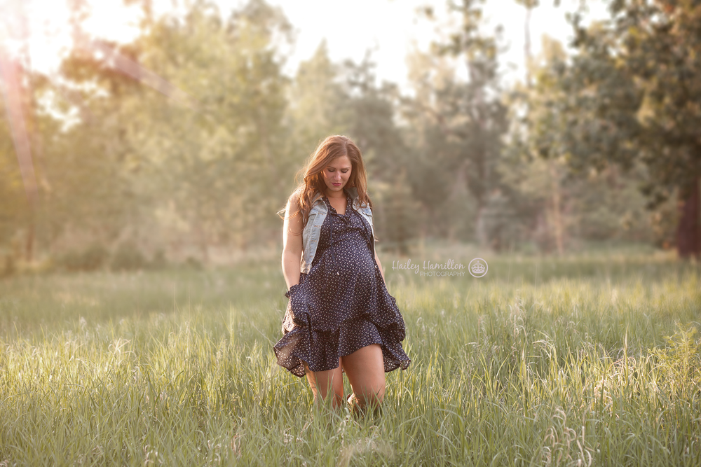 outdoor-maternity-photography-Fish-Creek-Park-golden-hour.png