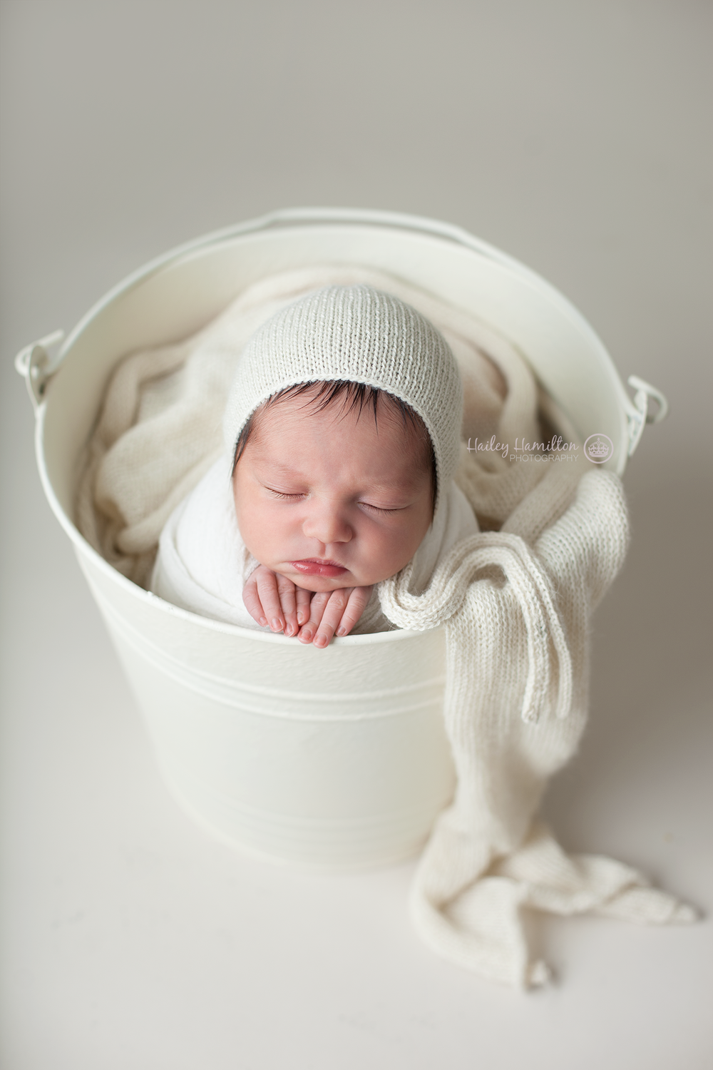 Calgary-newborn-photography-professional-baby-photos-portrait-studio.png