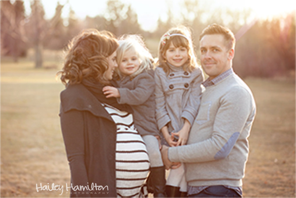 Outdoor-maternity-family-session-Calgary-newborn-photographer.jpg