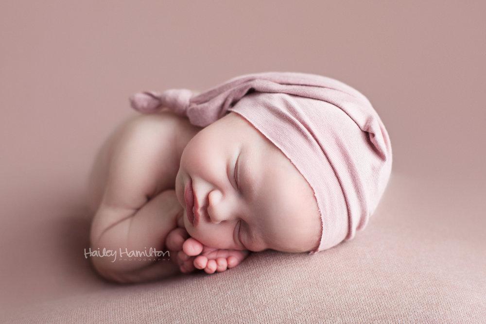 Newborn-photography-Calgary-newborn-photographer-baby-photo-studio.jpg