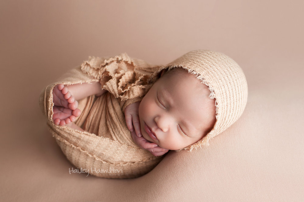 Newborn-photography-Calgary-new-born-photographer-photos.jpg