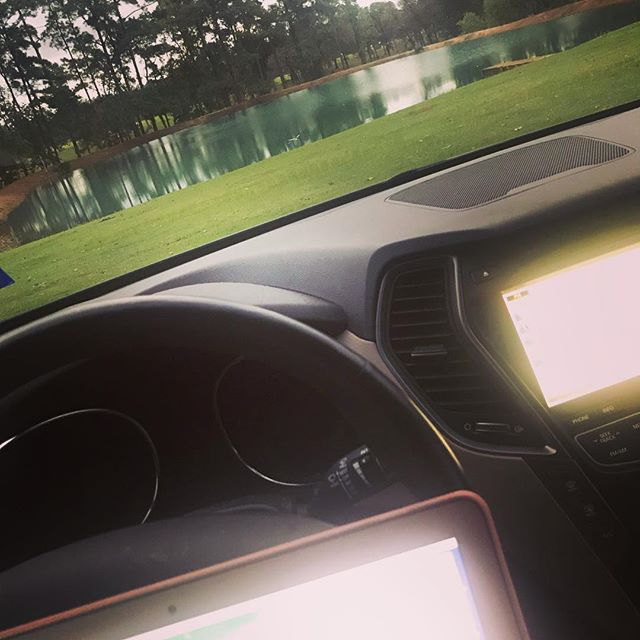 Who else works in their car on a farm an hour and a half away from the city? Just me? #notinkansasanymore #lovemykids #werkwerkwerk #va #smm #htx #whereami #texas🇨🇱 #mobileoffice #productivity