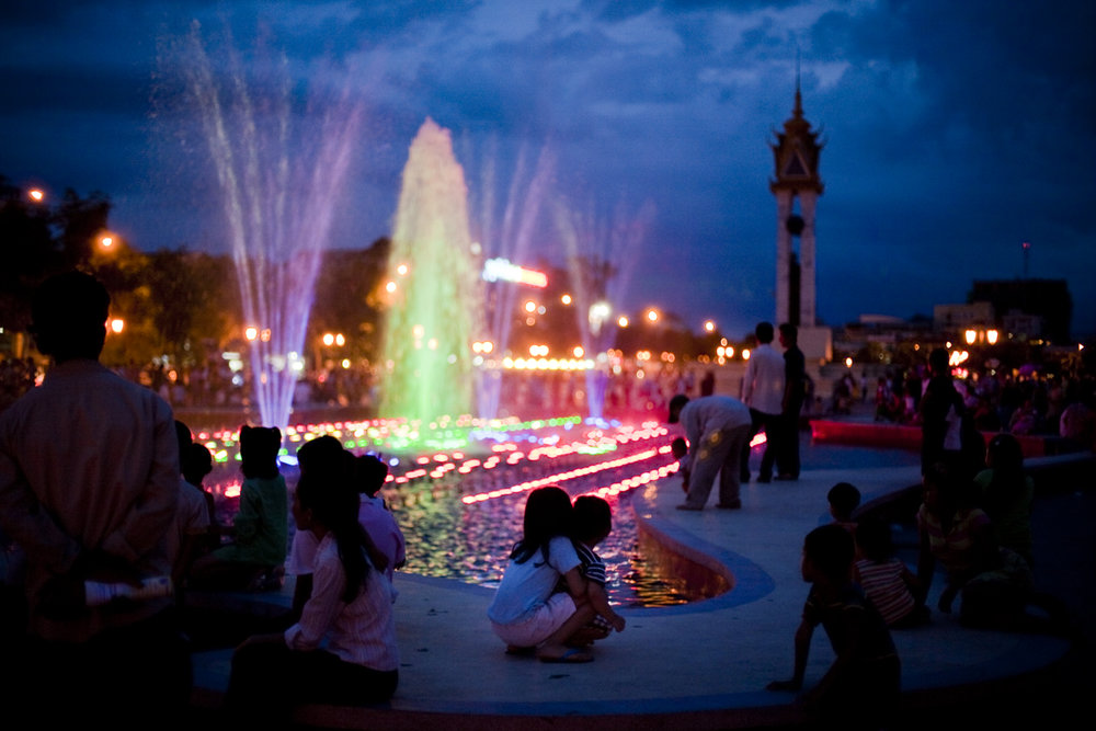 Oct. 18, 2009 - Phnom Penh, Cambodia. A fountain offers a light show on weekends. © Nicolas Axelrod / Ruom
