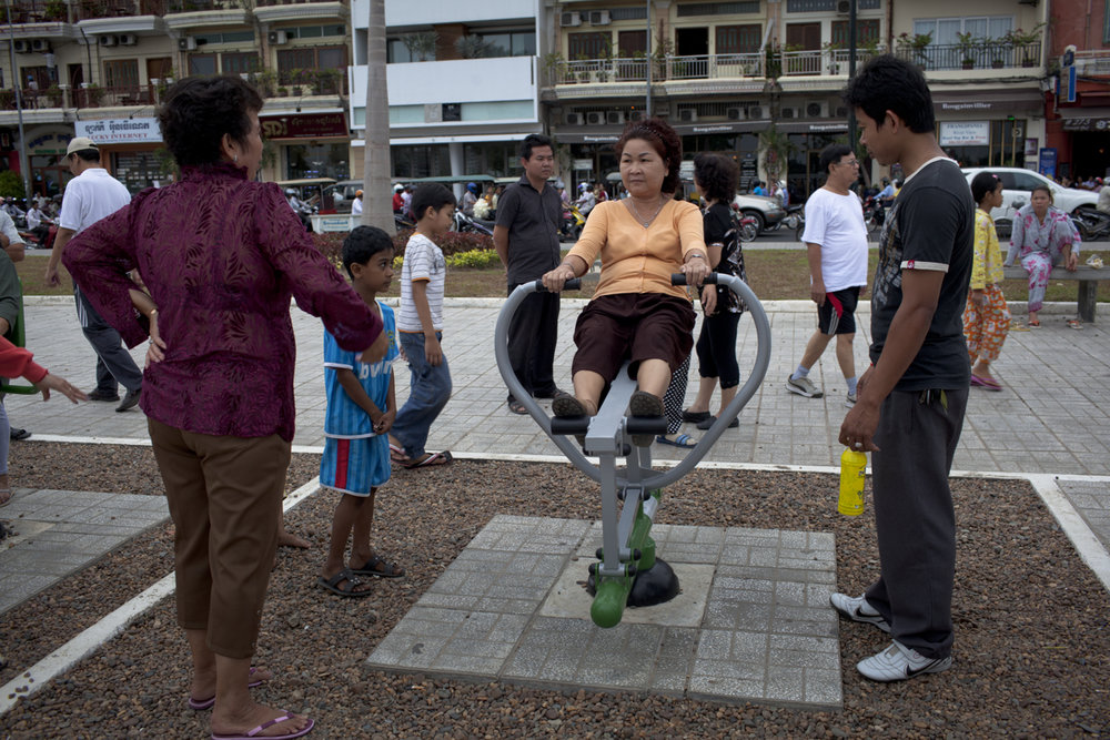 July 22, 2011 - Phnom Penh, Cambodia. A woman exercise on outdoor facilities installed by the city. © Nicolas Axelrod / Ruom