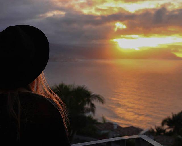 SunSet 💛 . . . #sunset #sunsethunters #eyecandy #perfection #beautifulplanet #makemoments #explore #exploretheworld #adventure #theheartofadventure #outdoorliving #islandvibes #islascanarias #tenerife #tenerifetag #VisitTenerife #munloma #discoverearth