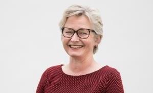 Bilde:  Vinner av Fagpublikasjonsprisen i 2015: Astrid Nora Ressem for hennes arbeid som redaktør av Norske middelalderballader. Melodier. Bind 2.