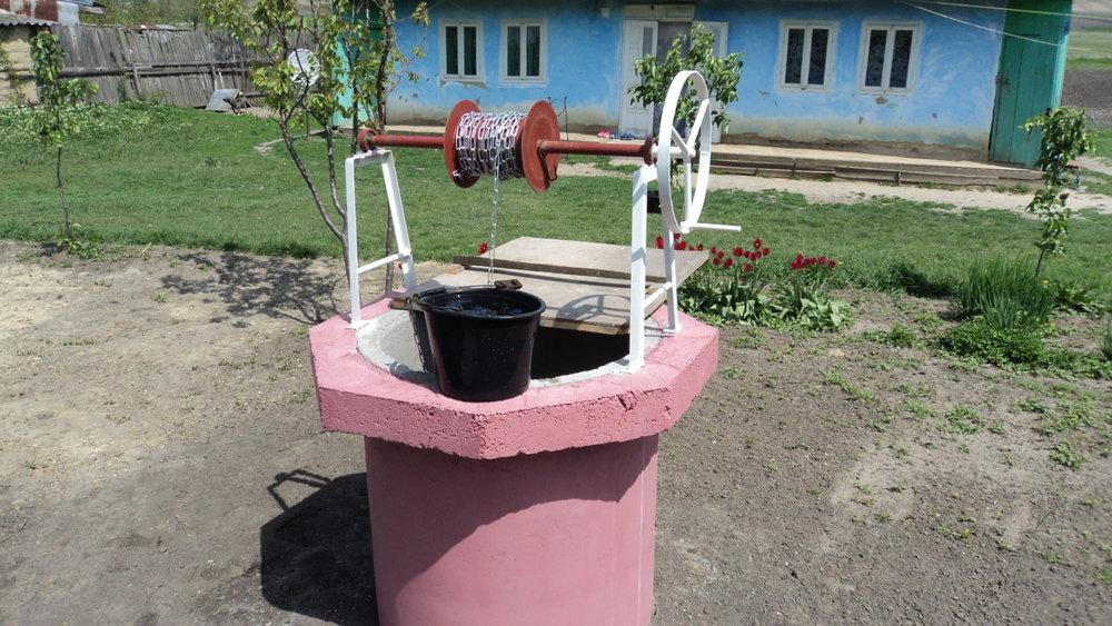 """Ein""""Equiwent- Brunnen""""  - Der Aufbau einer weitreichenden Trinkwasserversorgung ist seit vielen Jahren einer unserer Schwerpunkte."""