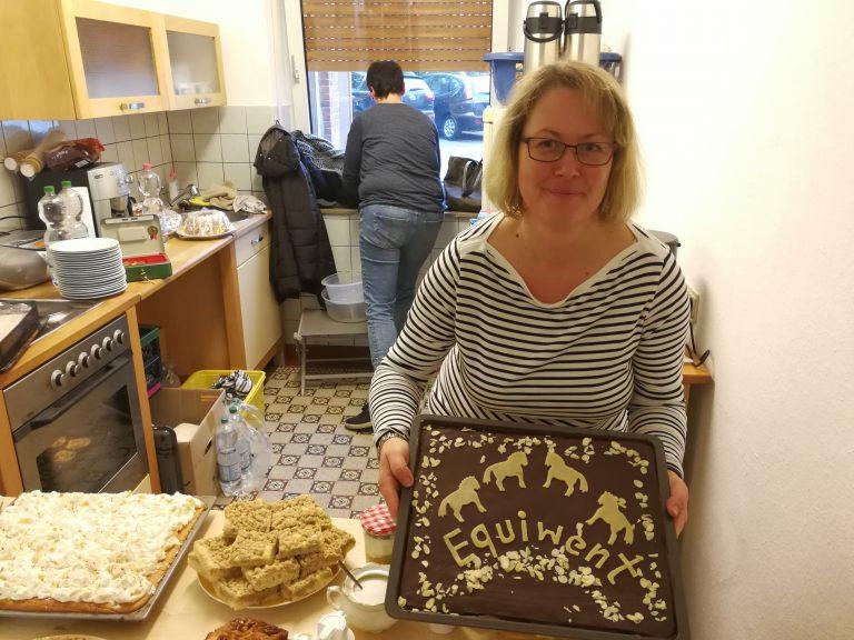 Steffi Waldikowski, aus Qelde, hatte mal wieder für das   leibliche Wohl gesorgt. Über 30 Kuchen hatte diese Küchenmeisterin   eigenhändig gebacken. Steffi stellt ihre aussergewöhnlichen   Back-und Kochtalente häufig für gemeinnützige Projekte zu Verfügung.   Danke Steffi!