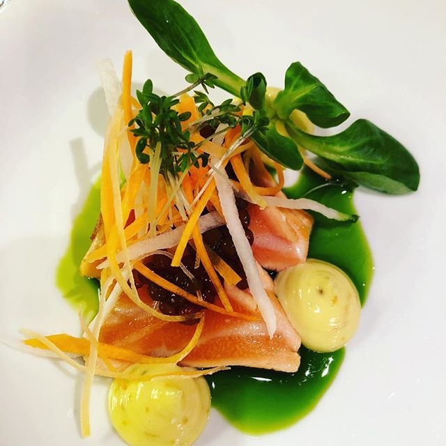 Salmontataki with wasabi😋 . . #cheflife #chefsofinstagram #catering #gastronomia #truecooks #bravo