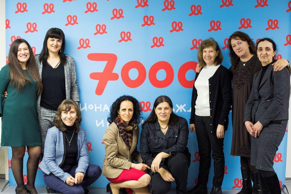 На снимката (отляво надясно): Мария Методиева, Кремена Стоянова, Ани Андонова, Надя Шабани, Валентина Христакиева, Соня Владимирова, Мария Недялкова, Любка Александрова.