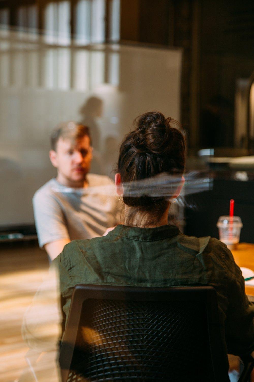 Treinamento de Educadores - Essa é a opção ideal para educadores que queiram entender como construir experiências de aprendizagem baseadas nos interesses de seus estudantes, como apoiar a aprendizagem transdisciplinar e baseada em competências, como estimular o pensamento independente e desenvolver estudantes e cidadãos autônomos, como criar e gerir projetos e workshops com a participação efetiva de seus estudantes, como aplicar a avaliação integrada e aprender como se reportar às delegacias de ensino e muito mais sobre a metodologia Lumiar.