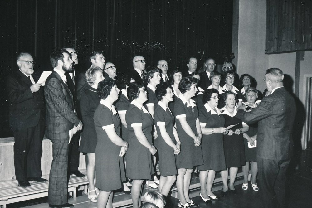 Uthitra songlag, 1975.jpg