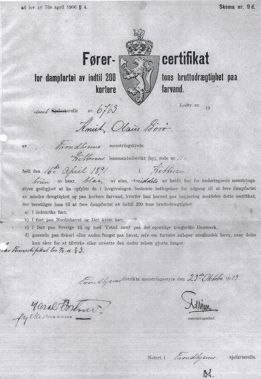 """- Dette er """"Førercertifikat"""" for dampfartøi av indtil 200 tons brutto drægtighet paa kortere farvand. Et certifikat Knut Børø sikret seg 23. oktober 1919."""