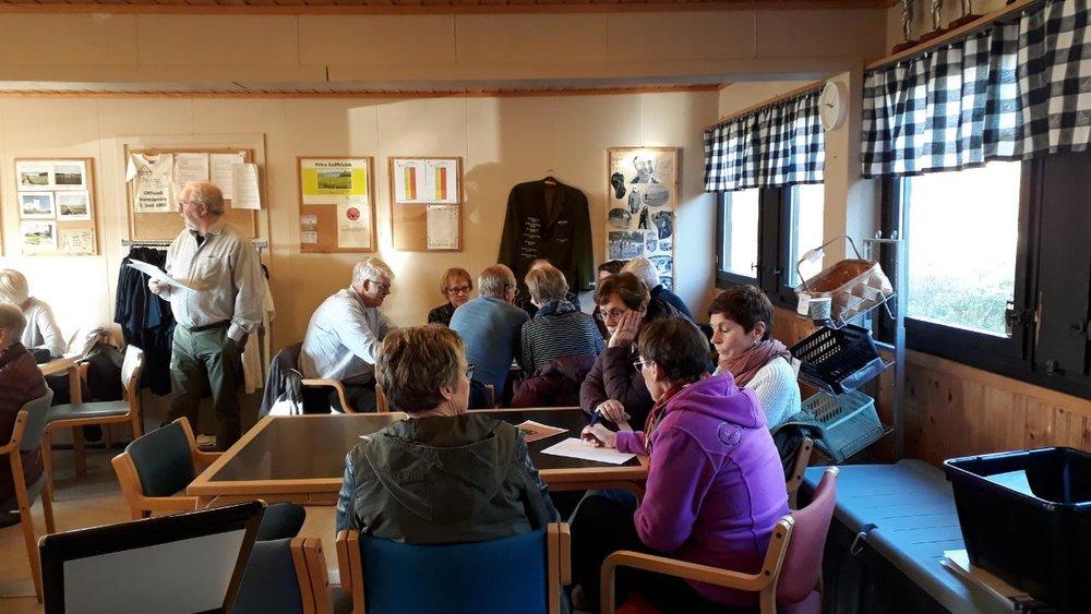 Det var populært med lokal quiz ledet an av Svein Bertil Sæther. (foto Ingjerd Olsen)