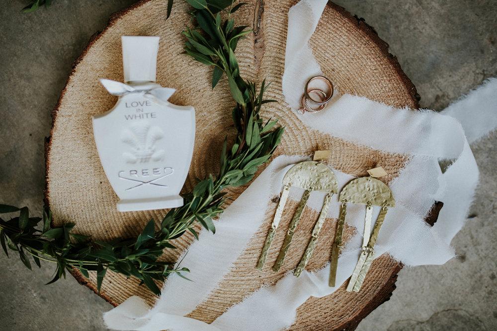 bohemian-wedding-photographer-brides-details-shot