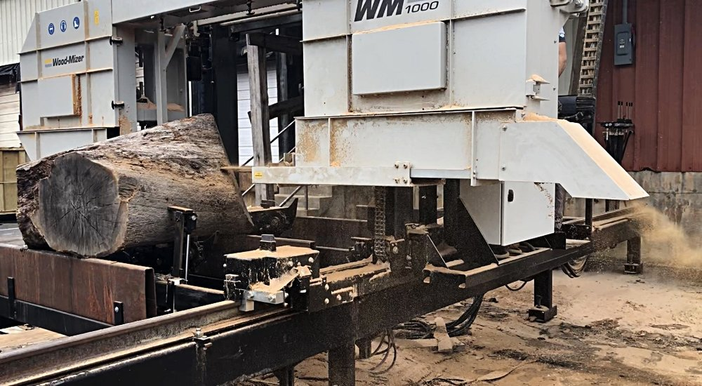 The log was sawed into five slabs on the Wood-Mizer 1000 mill.