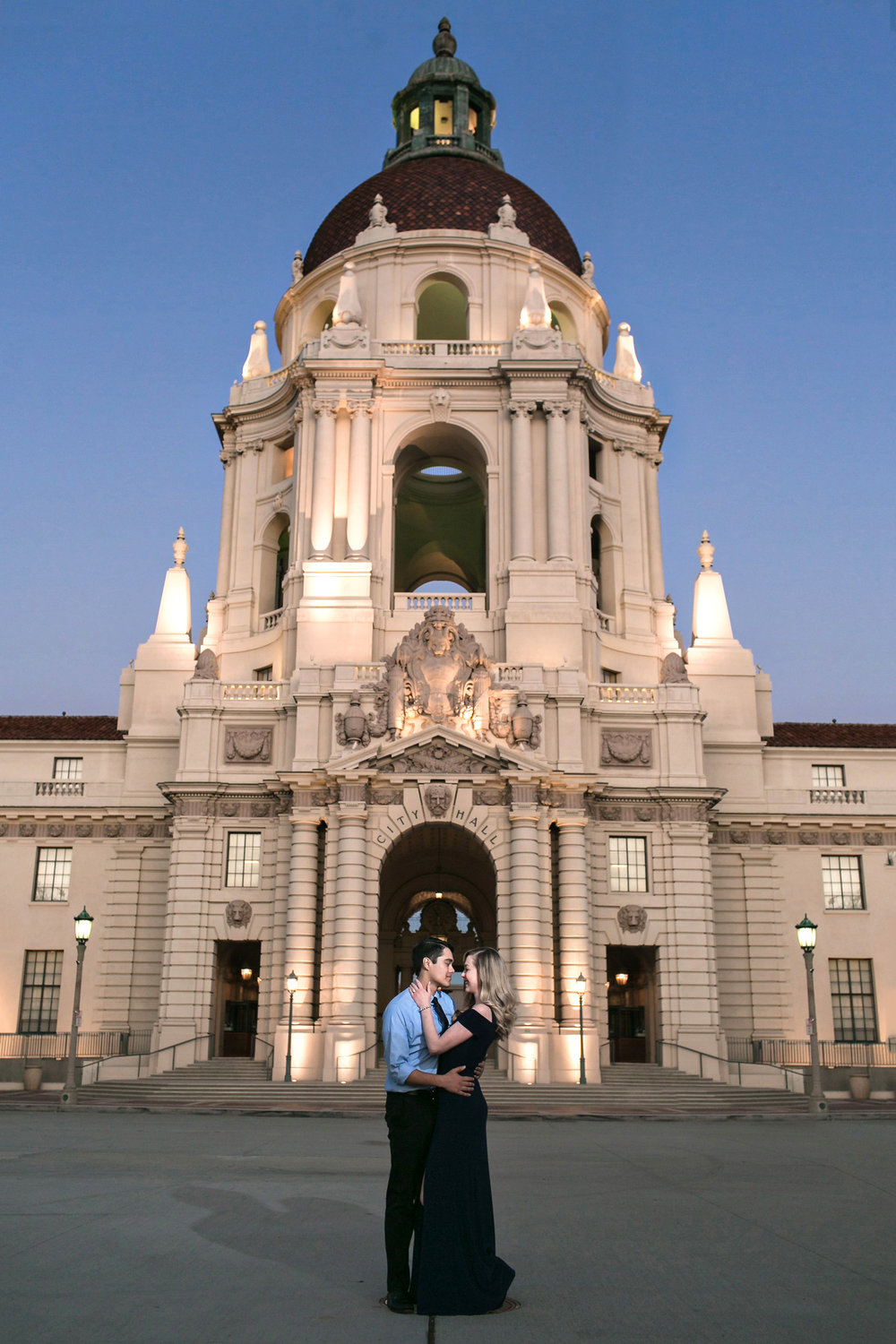 sophisticated-pasadena-city-hall-engagement-session-photos-carrie-vines-photography