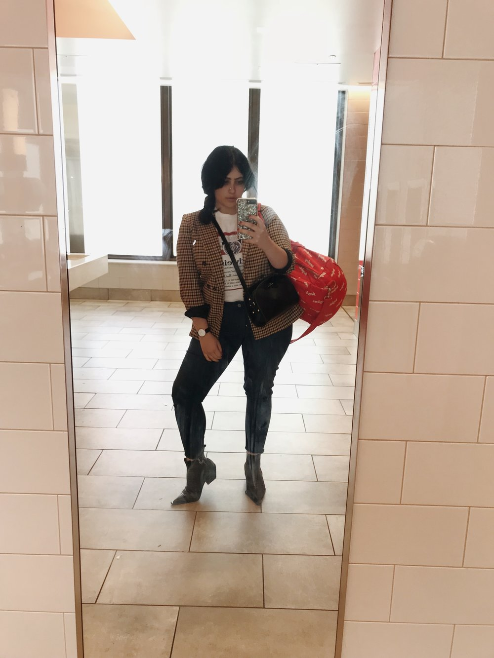 solo-travel-airport-outfit.jpg