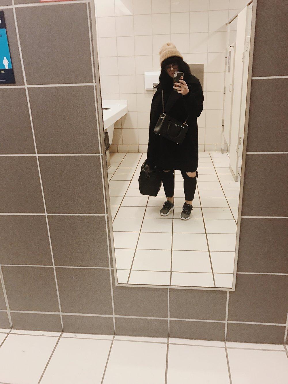 solo-travel-airport-dress.jpg
