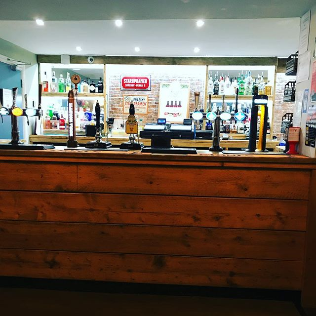 The bar is looking 😍 tonight! Why not come join us for a drink (or two) 😁 We have live music from @fleischband plus Arsenal v Chelsea on the big screens! #barnsleyisbrill #saturdaynight #livemusicvenue #livesportsbar