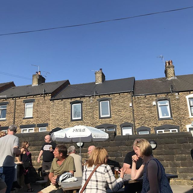The beer garden is starting to fill up! Who's joining us for a cracking bank holiday Sunday? ☀️☀️☀️ #bankholidayweekend #sun #goodtimes #barnsley