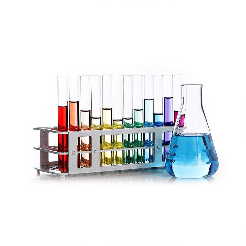 7 – NÄHRSTOFFKOSMETIK ENTHÄLT KEINE HAUTBELASTENDEN UND KRANKMACHENDEN ZUSATZSTOFFE - Die Haut gesund zu erhalten, sie nachhaltig, schonend und risikofrei aufzubauen und ihre Funktion zu stärken, ist das Credo der orthomolekularen Kosmetologie.Deswegen wird bei Nährstoffkosmetik nicht nur konsequent auf alle krankmachenden, sondern auch auf alle hautbelastenden Inhaltsstoffe verzichtet. Insbesondere schon deswegen, weil die meisten Vitalstoffe eine hohe Penetrationsfähigkeit besitzen und somit auch Schadstoffe mit einschleusen würden.