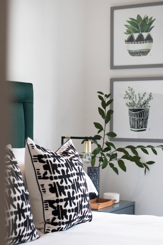 DUPLEX-FLAT-IN-SOHO_green_bedroom.jpg