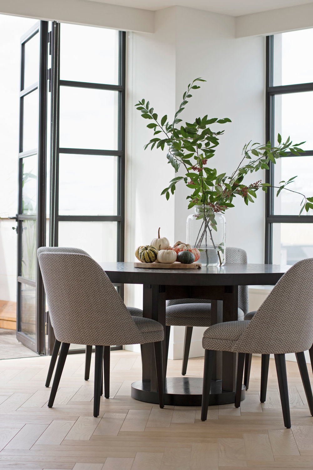 th2designs_Sherwood-St_St-James_dining_1.jpg