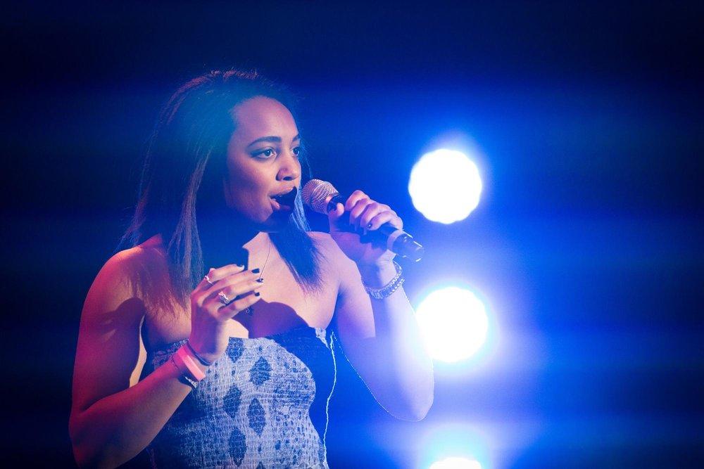 Stephanie Everett at Dartmouth Idol |credit: Joshua Renaud '17