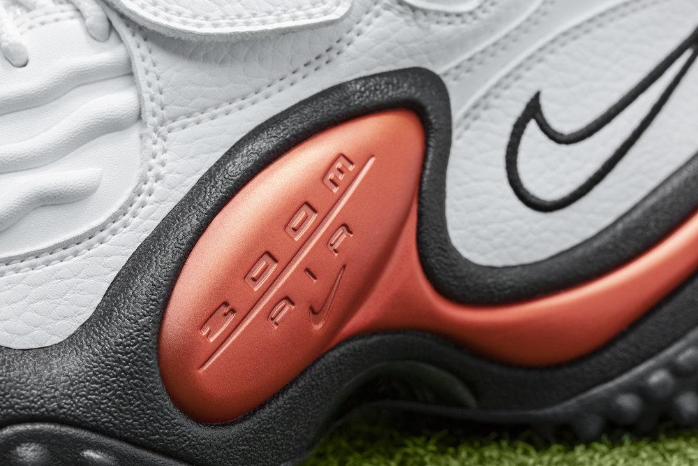 Nike_NFB_Energy_FW_Barry_Sanders_Detail_5.jpg