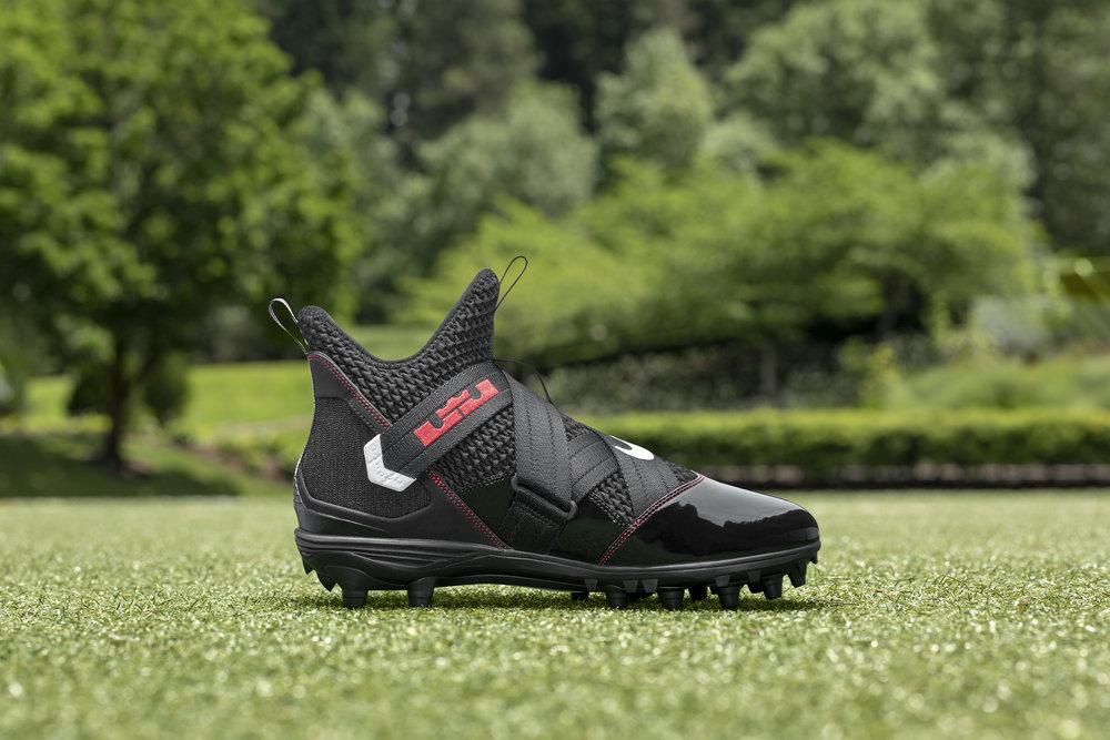 Nike_NFB_Energy_FW_LeBron_Soldier12_L_Medial.jpg