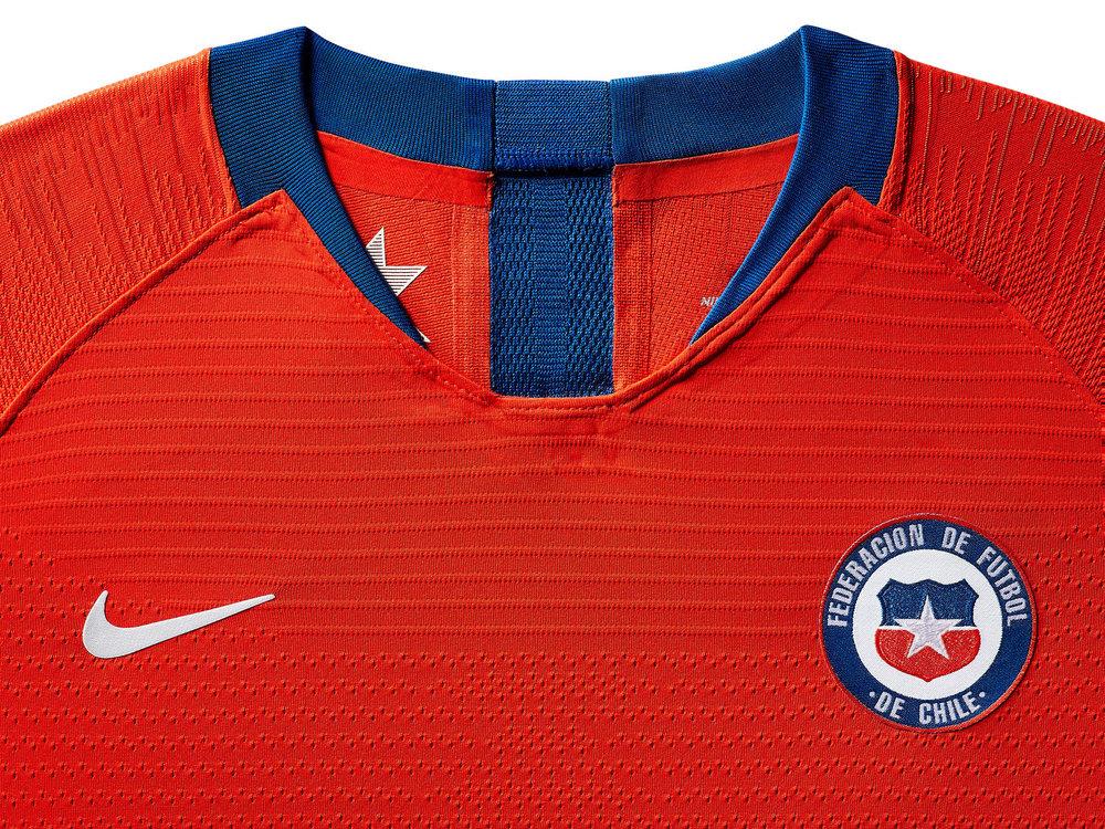 chile-national-team-kit-2019-laydown-3_85918.jpg