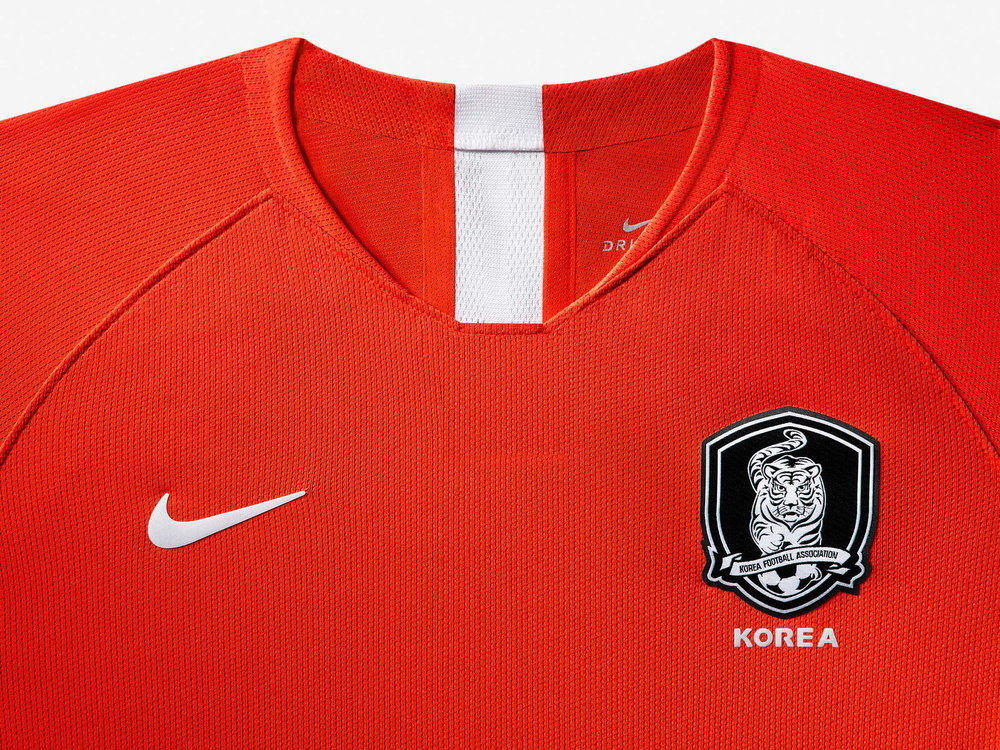 south-korea-national-team-kit-2019-laydown-003_85947.jpg