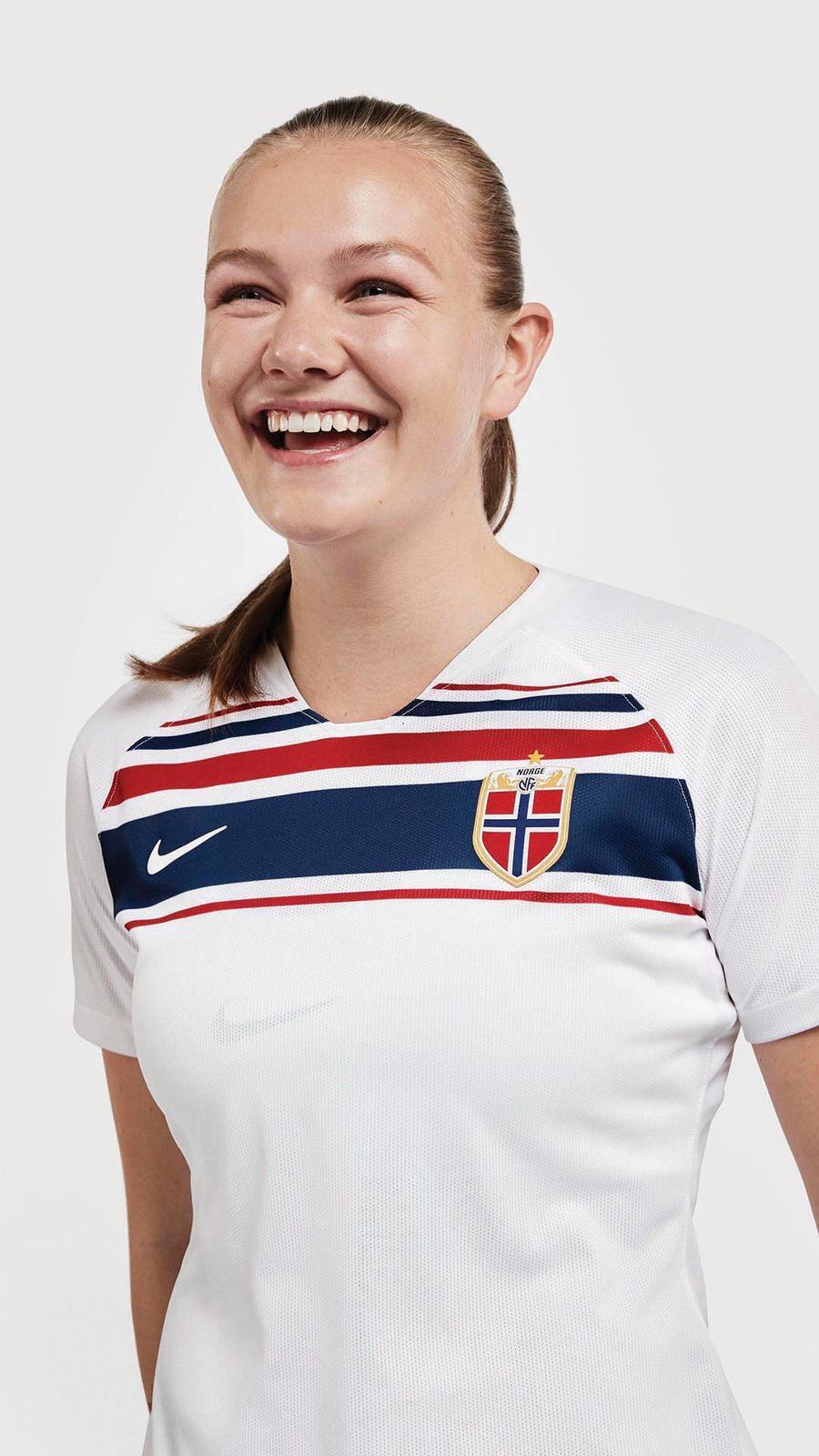 Nike-National-Team-Kit-Norway-Away-Portrait-Web-frida-maanum_86164.jpg