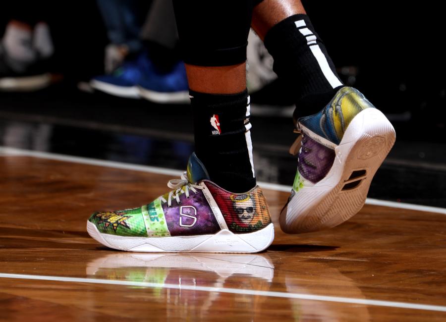 dinwiddie-sneakers-2019-12.jpg