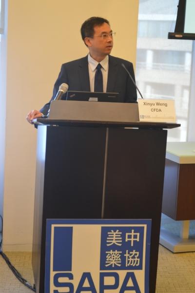 中国食品药品监督管理总局驻美代表翁新愚博士做主题报告(摄影:Tiange Cui)