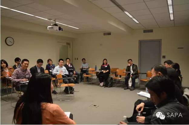 小组讨论中嘉宾解答疑问,现场气氛高涨 1