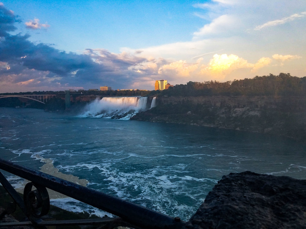 View-niagra-falls-sunset.jpg