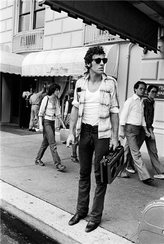 Springsteen-Outside Hotel with boombox NEW YORK CITY, 1978.jpg