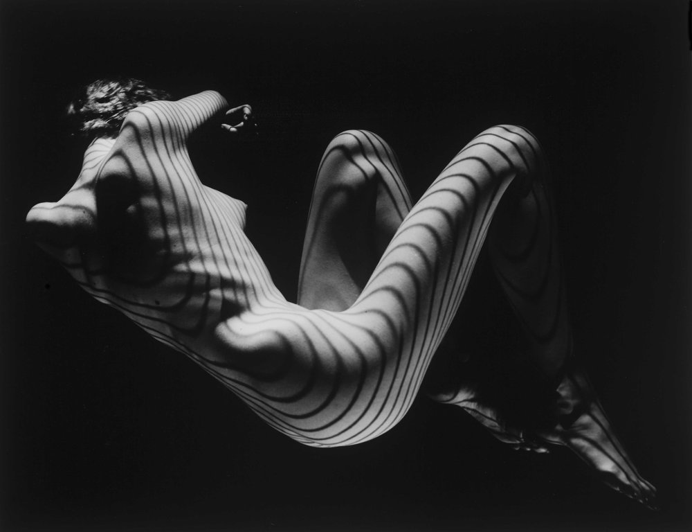 Fernand Fonssagrives - Fernand Fonssagrives! (1910-2003) One of America's foremost fashion photographers. The French born Fernand was once the highest paid photographer in the world. He had a very spectacular eye for beauty.This is a selection, for more pictures, please contact The PhotoGallery