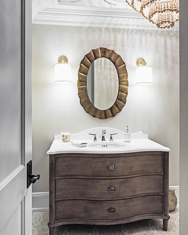 A powder room that makes a statement 😍